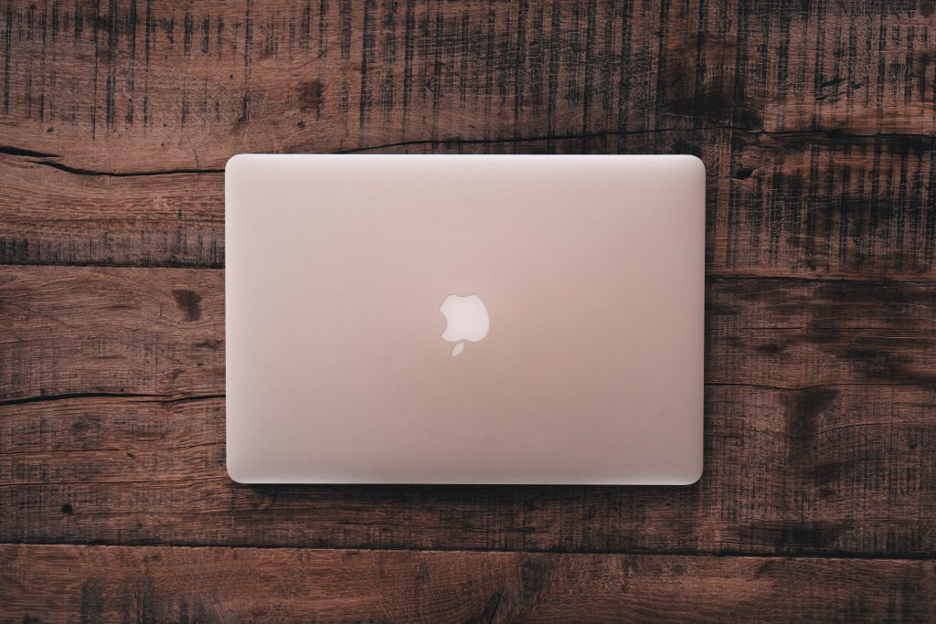 Mac bookを上から撮った写真